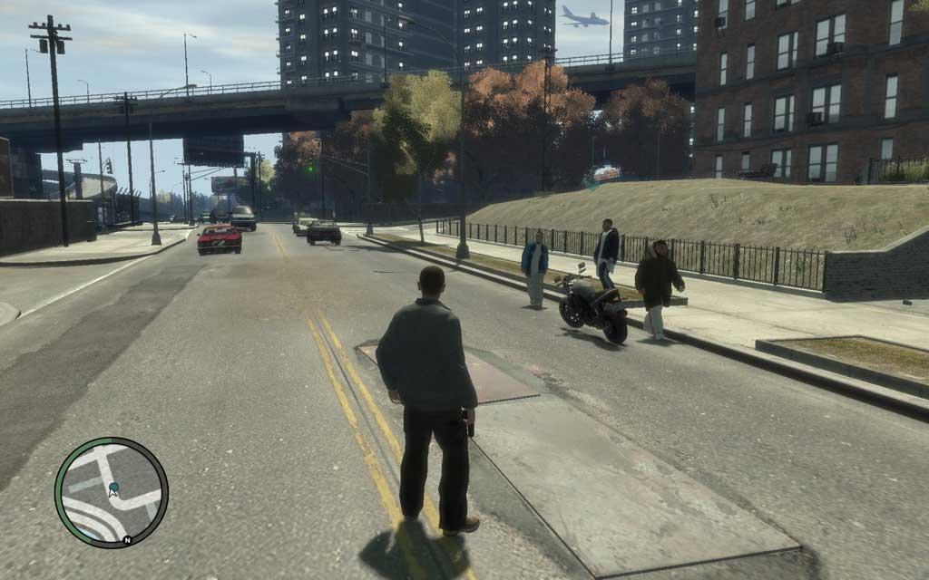 まるで待ち伏せでもしているかの如く、イカツイ男3人が車両のそばをウロついており、激しく邪魔だ。