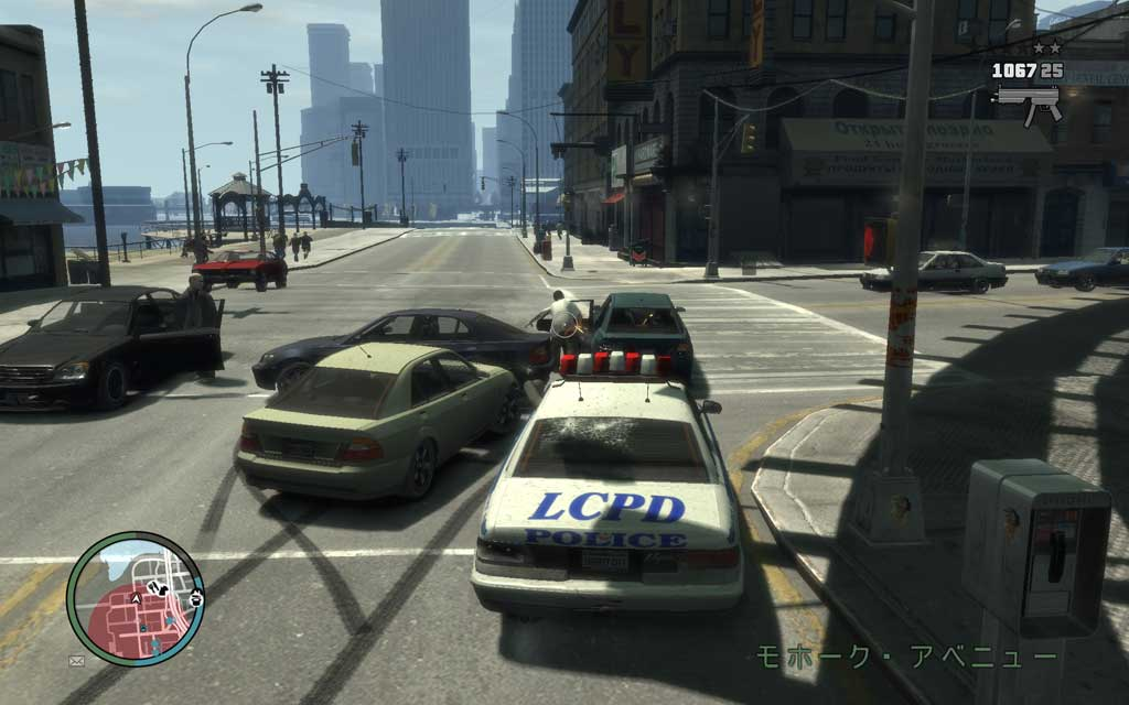 ターゲットの逃走経路は車の通行量が多いため、射撃の妨げになることもある。「どいてくれ~」