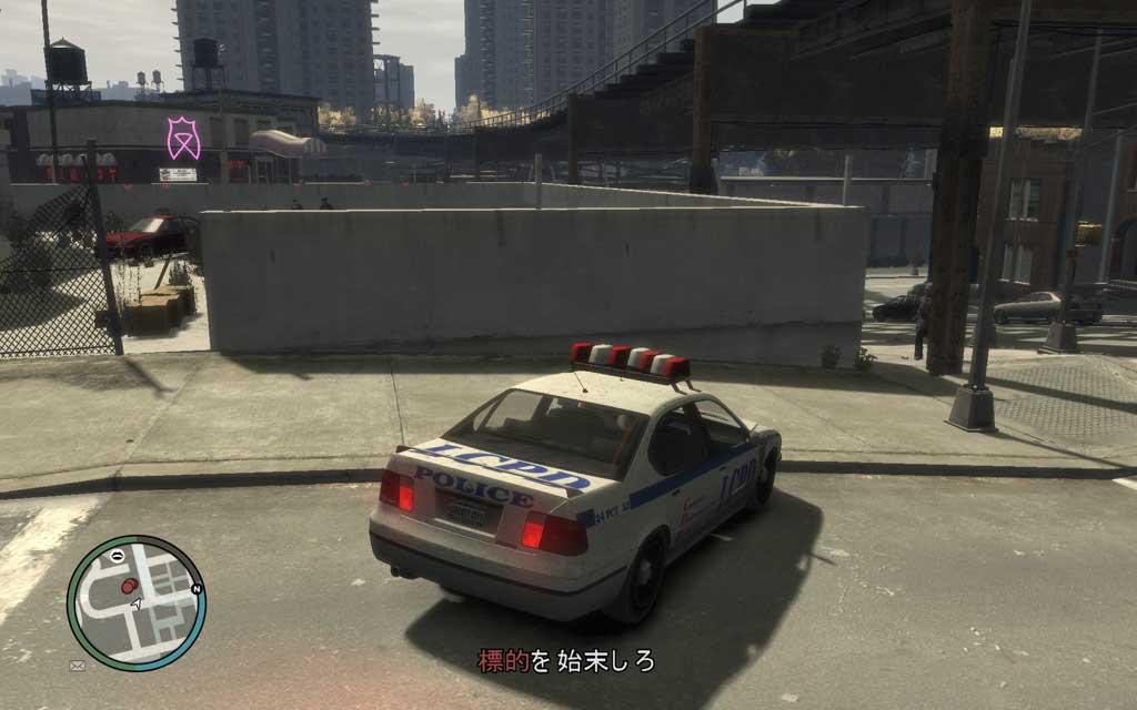 いきなり突っ込むのは危険。コンクリート壁でカバーポジションを取りながら敵を始末しよう。