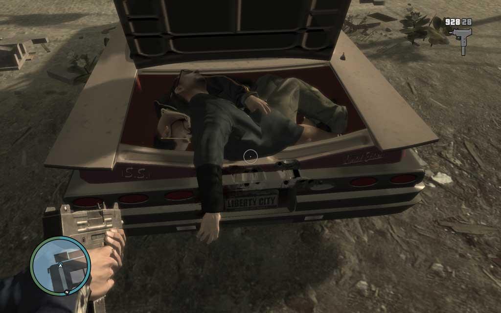 トランクが開いていると、こんな感じで死体が丸見えだ。車が横転したりして、にっちもさっちもいかなくなったら、銃撃して爆破してやろう。