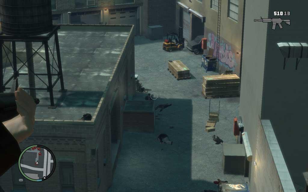 スナイパーを片付けたら、そのままのポジションで地上を制圧しよう。屋上から狙うほうが断然有利だ。
