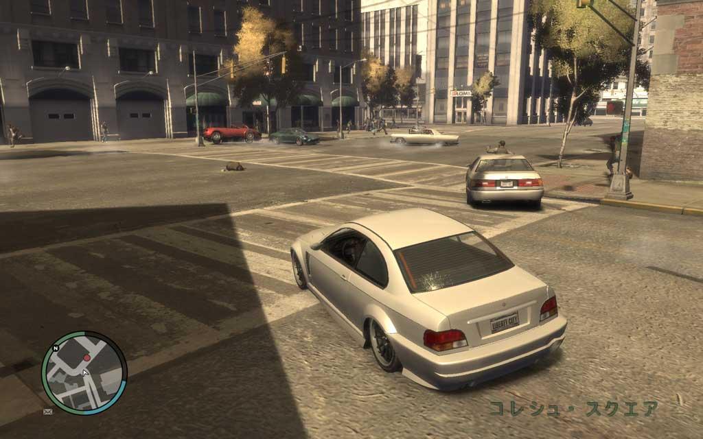 そこら中の一般車両を事故に巻き込みながら逃走するターゲット。少し距離をおいたほうが、かわしやすいだろう。
